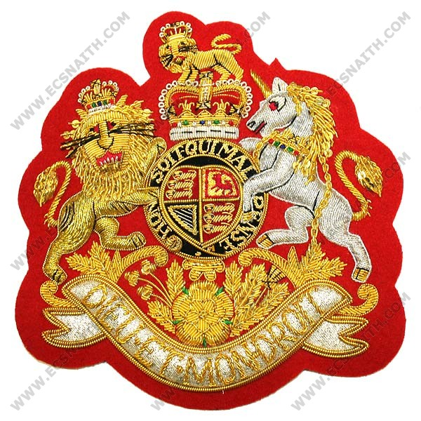 WO1 Royal Arms On Scarlet Badge (Large)
